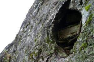 Les cercueils dans la roche