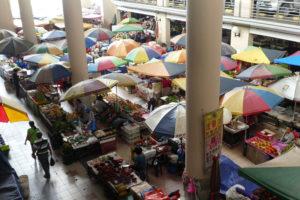 Une mini partie de l'immense marché de Sibu