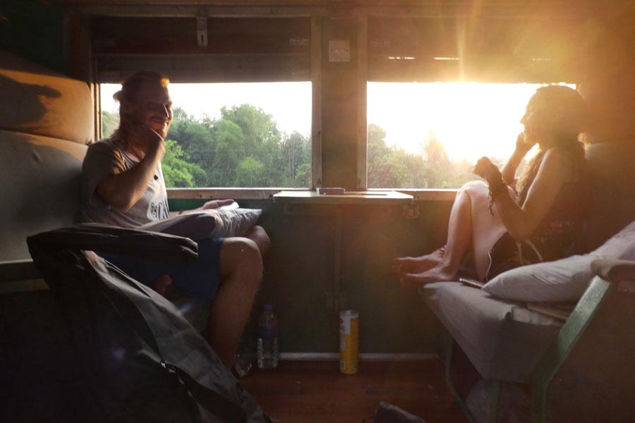 Dans notre cabine, Chris (Allemagne) et Sarah (Néerlandaise), un couple qui voyage en vélo