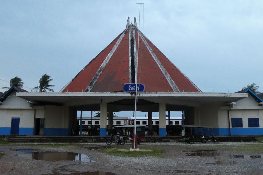 La petite gare toute mignonne de Kampot avant que la nuit tombe