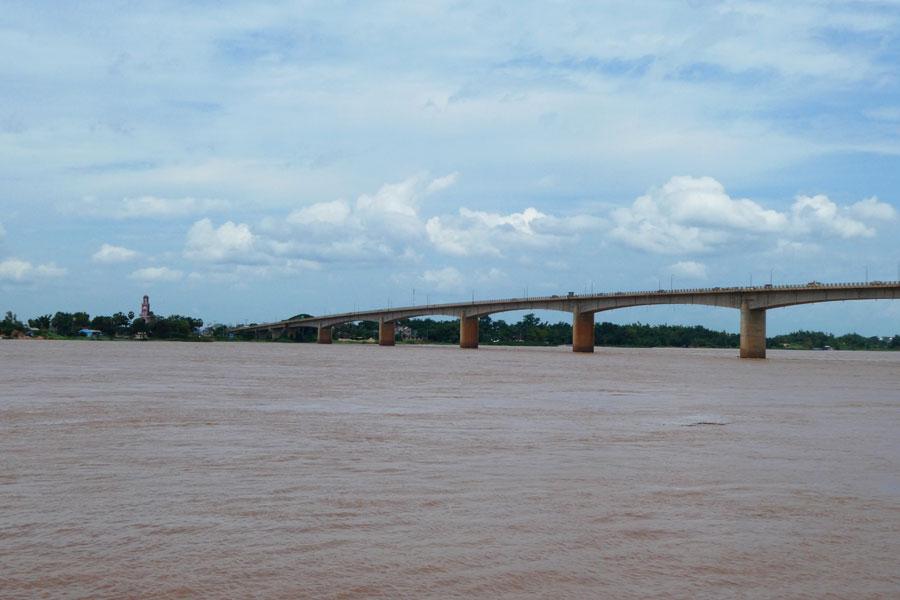Kompong Cham au bord du Mékong et son pont d'1km