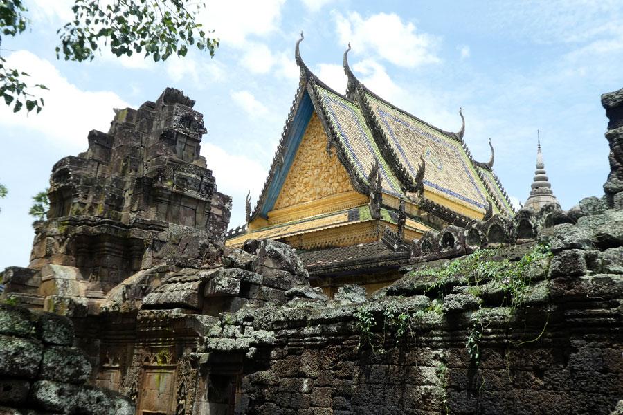 Un temple moderne dans au centre des ruines