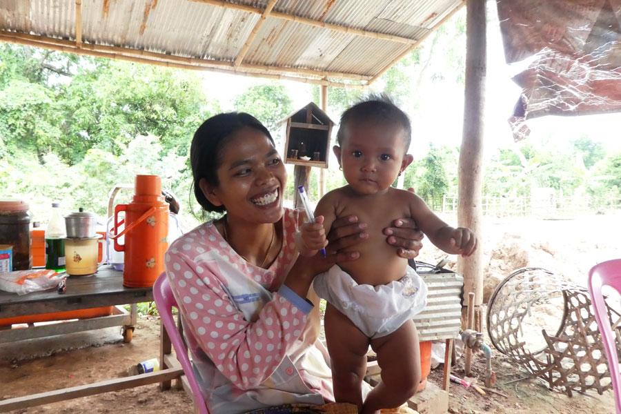 Une jeune maman toute souriante qui nous a accueilli sur sa terrasse