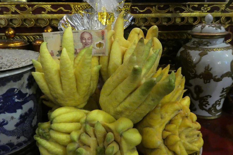 Des fruits étranges comme offrandes dans les temples