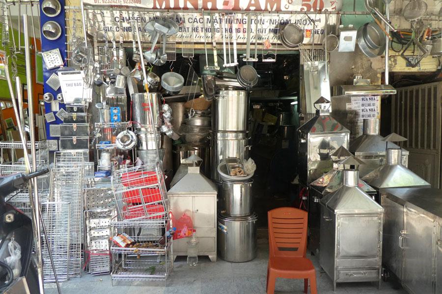 """Un magasin de la rue """"cuisine en inox"""""""