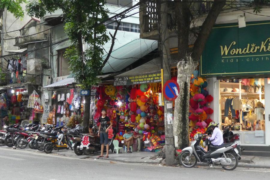 La rue des décorations et lanternes
