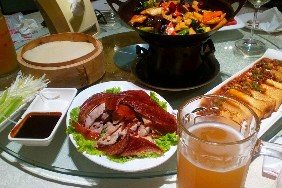 Miam ! Canard laqué, tofu, légumes frits et bière