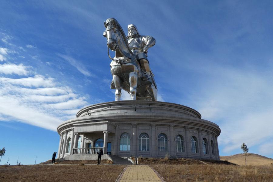 La statue de Chinggis Khaan, 40m de haut !