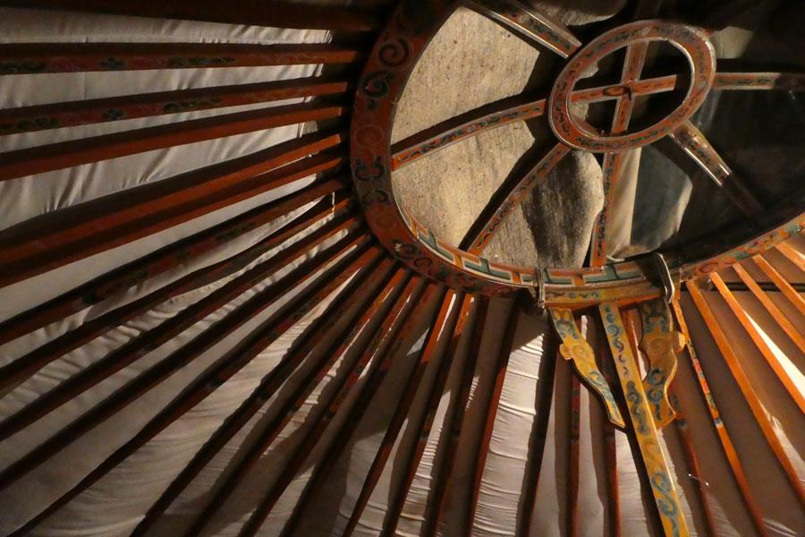 Le toit décoré d'une yourte