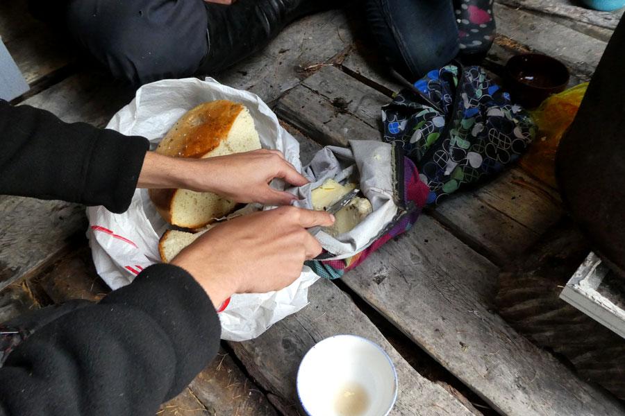 Du pain cuit sur le poelle avec du beurre de renne
