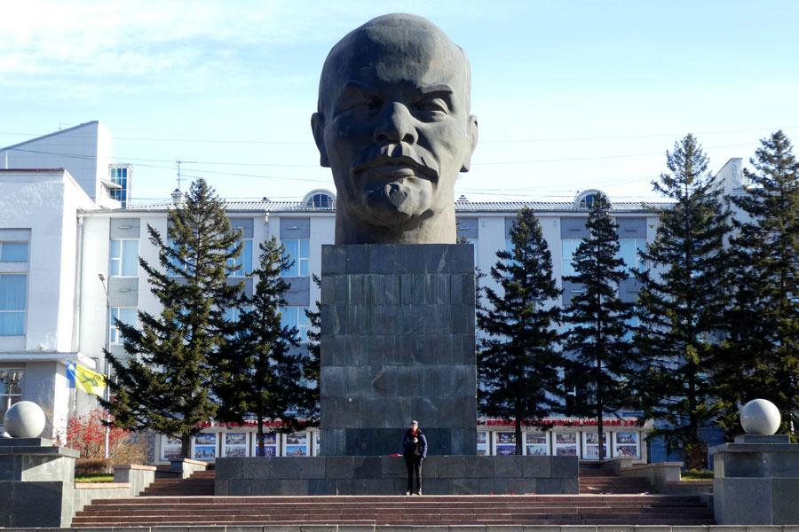 LA grosse tête de Lénine et Paul tout petit (pour une fois)